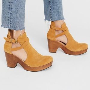 New Free People Cedar Clog Sandal  Size 38-Acorn